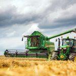W550i und Traktor von John Deere © Deere & Company